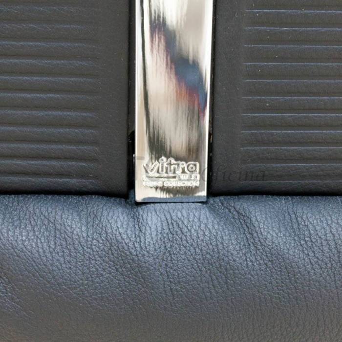 Cadeira Executiva VITRA Mod. SOFT, estofada em couro preto.
