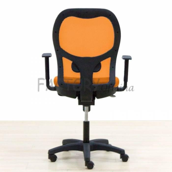 Modelo de cadeira operativa na UNIVERSAL Orange