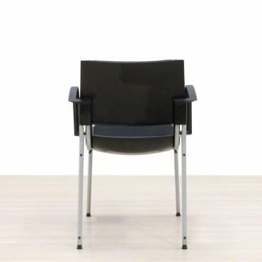 Cadeira confiante preta