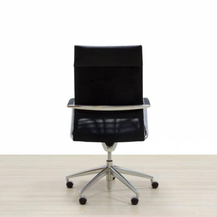 Cadeira de trabalho VITRA, estofada em couro preto, mecanismo de inclinação.