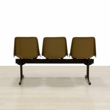 Bancada Mod. SIT, Tres asientos color Marrón, Estructura de acero color Negro.