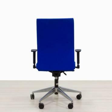 Silla operativa color azul base cromada