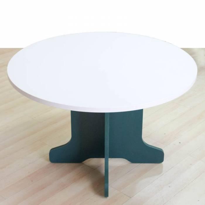 Mesa reunión redonda Mod. RESCO. Tapa fabricada en madera. Pata en forma de cruz.