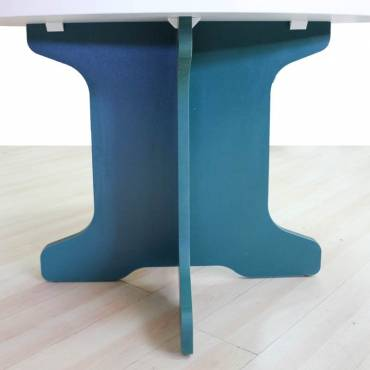 Mesa Reunión Redonda Mod. RESCO, tapa fabricada en madera, pata en forma de cruz.