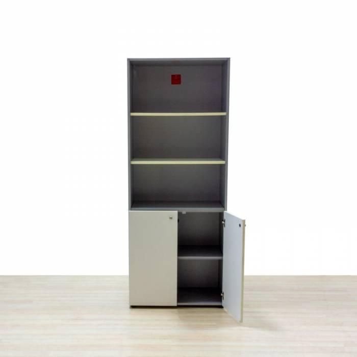 Armario mixto alto Mod. RAKKOS. Armazón fabricado en madera color gris. Puertas bajas color blanco.